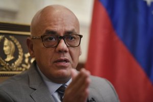 """Jorge Rodríguez pidió a la comunidad internacional que """"deje de amenazar y presionar"""""""