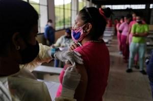 """Vacunación en prisión contra el Covid-19 en Venezuela: """"Atención a cuenta gotas"""" (VIDEO)"""