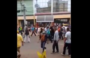 Colectivos arremetieron contra Manuel Rosales con lacrimógenas en Zulia (VIDEO)