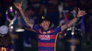 Alerta en España: Aseguran que Dani Alves se ofreció a jugar con el Barcelona