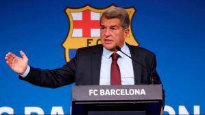 La insólita confusión de Laporta durante la renovación de una joya del Barça (Video)