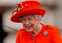 Sin explicaciones: La reina Isabel II asistió a un evento usando bastón